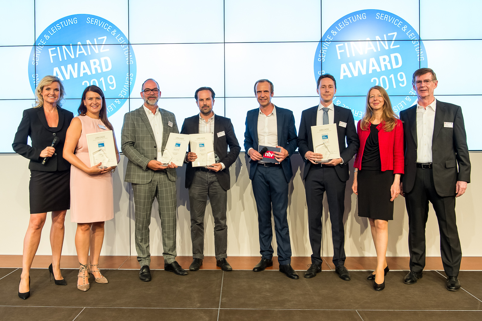 Winners of the Finanz Awards 2019 issued by the DISQ